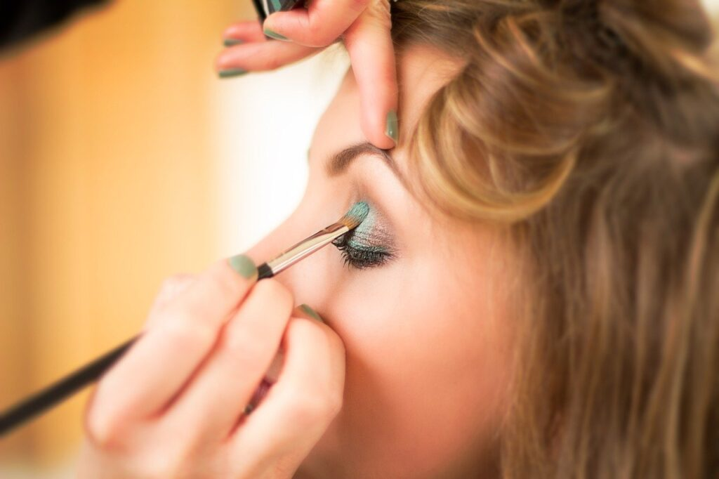 Maquilleuse professionnelle : notre guide complet